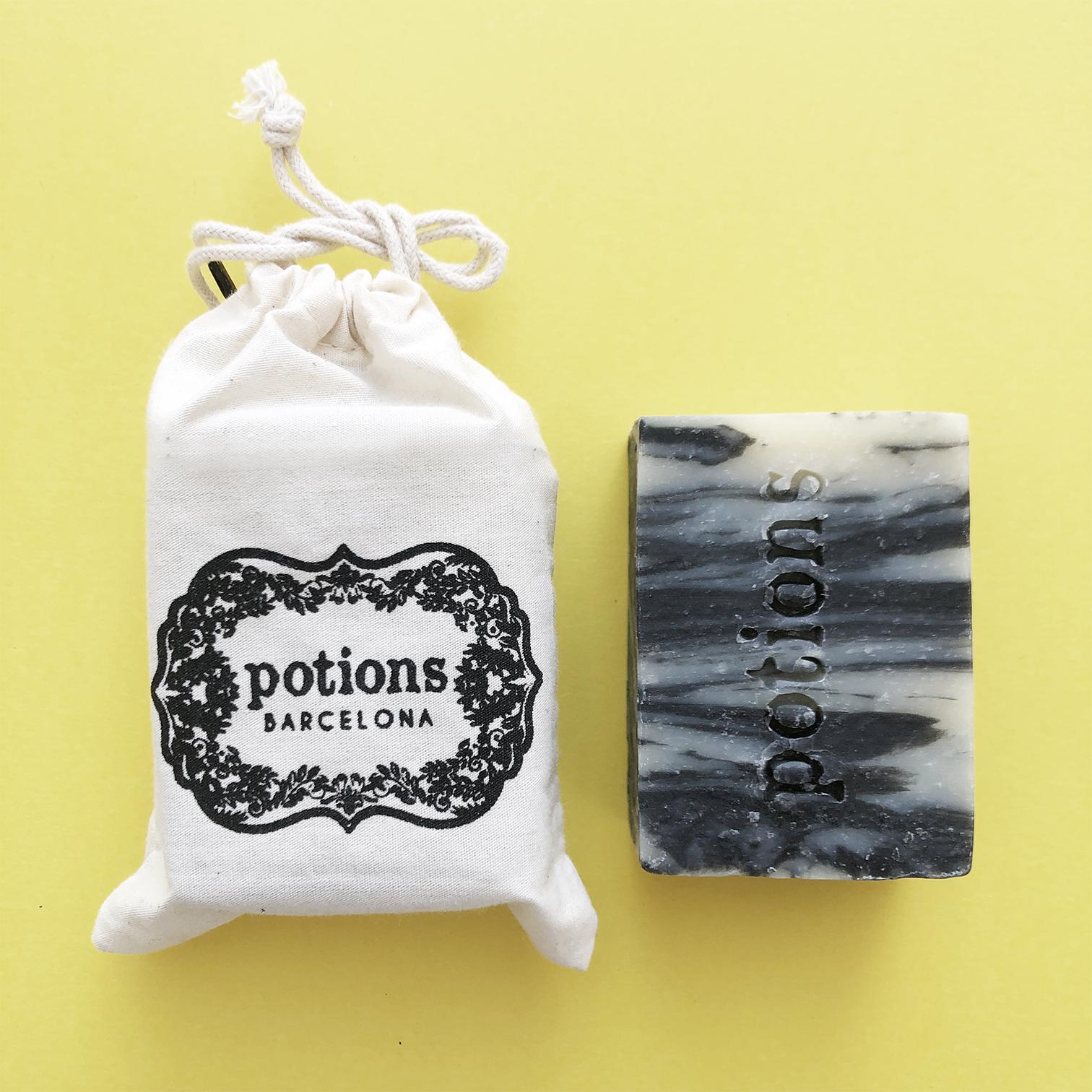 Potions BCN - Jabón ecológico vegano de carbón activo, coco y aceites esenciales